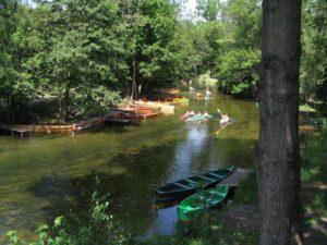 Kayaktour durch Kruttina-Fluss