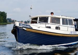 Motorboot 825m von SURF